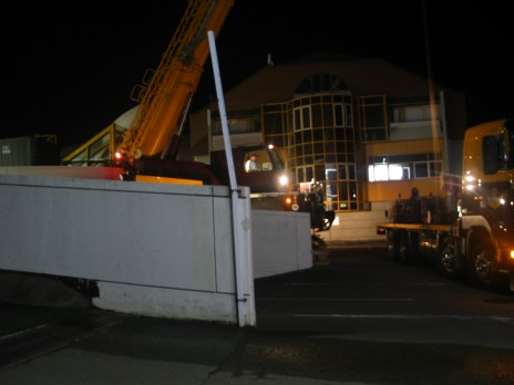 The trucks and crane ready © Copyright Museum of New Zealand Te Papa Tongarewa, 2008