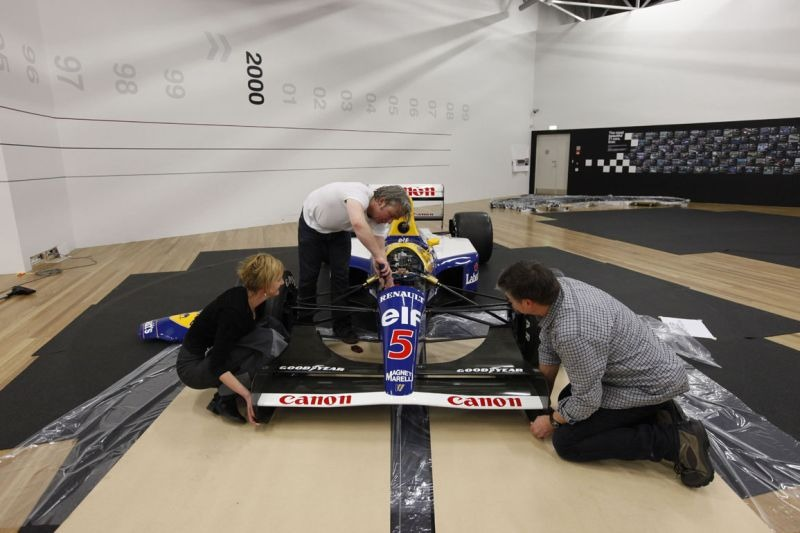 Putting the nosecone back onto the Williams FW14B. © Te Papa, 2009.
