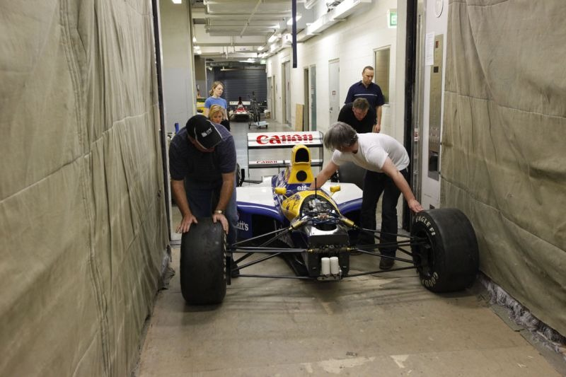 The Williams FW14B going into the goods lift.  © Te Papa, 2009.
