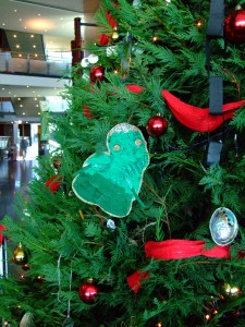 Te Papa's pounamu and paua Christmas tree