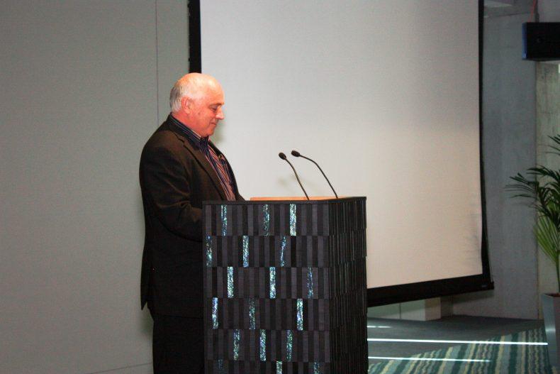 Joris de Bres addresses the guests