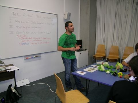 Curator of Botany Carlos Lehnebach introducing the activity to the Senior Science Careers Day students. Photo © Te Papa.