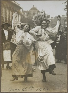 O.031898; Untitled [women dancing]; 1919; Green, Bert