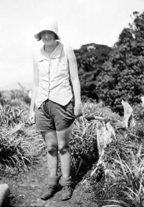 B.021005 Woman tramper: 'Ascent of Kapakapanui' 1-2 March 1930. Photographer Leslie Adkin. Te Papa