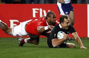 Israel Dagg scores the opening try at the 2011 Rugby World Cup. Photo : Reuters