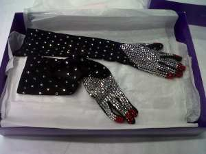 A pair of Surrealist gloves by WORLD for their vampish bride. Collection of Te Papa.