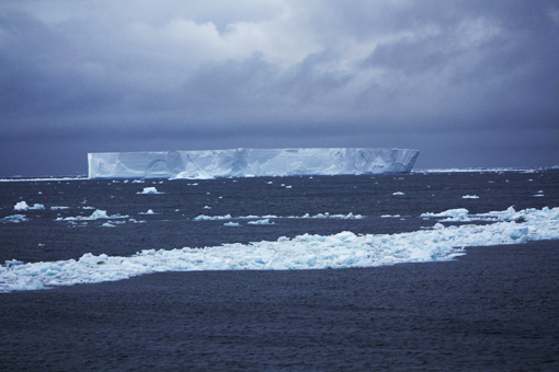 tabular iceberg. Photo Anton van Helden, copyright Te Papa