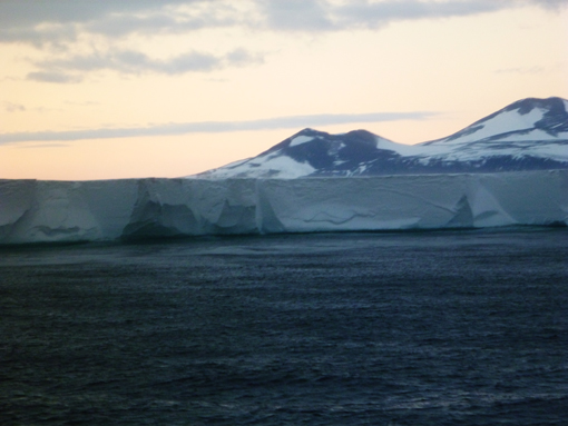 Ross iceshelf. Photo Anton van Helden, copyright Te Papa