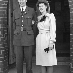 Claire Dunlop and Pilot Officer Allen Dunlop on their wedding day, 16 September 1944. Image courtesy of Claire Dunlop.