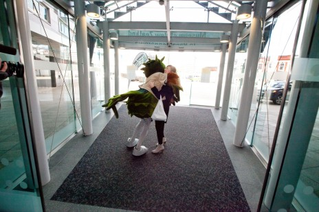Eliza greeted at Te Papa's entrance by Kahu the Kea. Photograph by Norman Heke. Te Papa