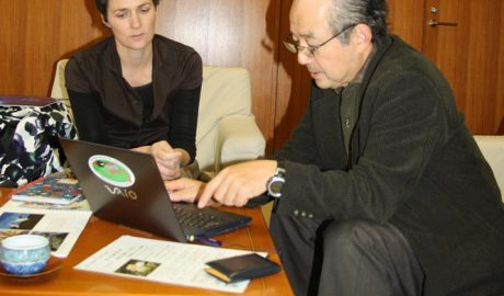 Kiyoaki Ozaki of the Yamashina Institute of Ornithology in Tokyo and Susan Waugh, Te Papa Senior Curator of Natural Environment discuss latest work on the Short-tailed Albatross recovery programme being conducted by the Institute.