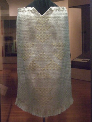 'Tuakana' woven by Veranoa Hetet, 2012. Back view, showing intricate houheria pattern