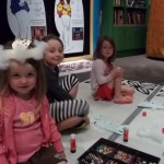 Get Christmas crafty in the Discovery Centres. Photo Ruth Hendry. © Te Papa.