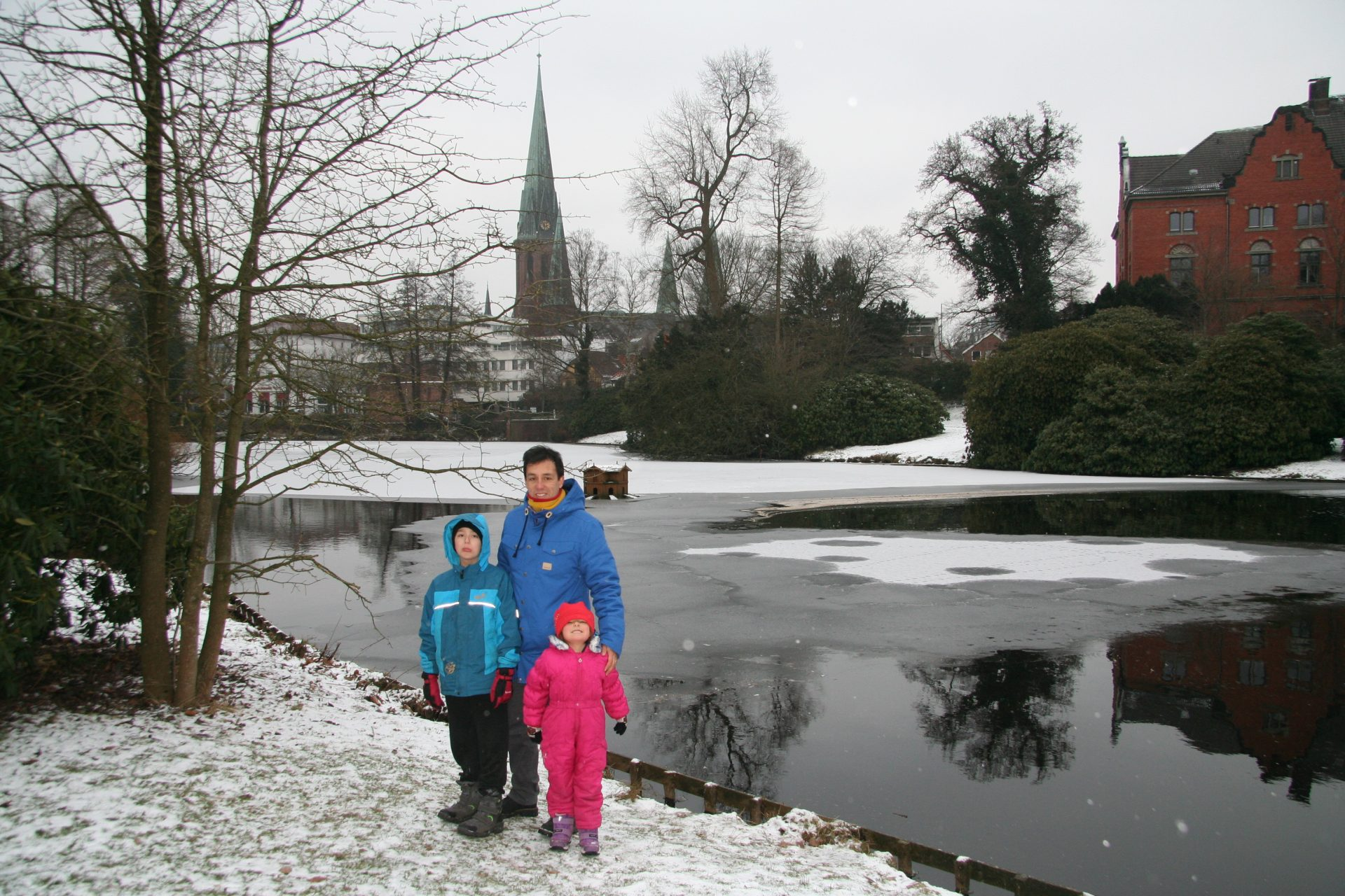 A big thank you to my whanau for supporting and accompanying me in this adventure. Here they are in the Schlossgarten (Palace Garden) in the winter snow! The main church of Oldenburg, Lambertikirche, is in the background. Jan 2013. Photo by Heidi Meudt.