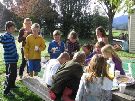 Linkwater School students enjoying a well deserved morning kai to celebrate finishing their wonder boxes. Photographer: Melanie Dash © Te Papa