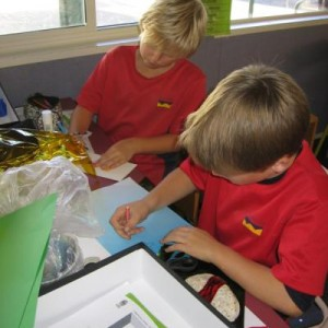 Students making their Wonder Boxes. Photographer: Melanie Dash © Te Papa