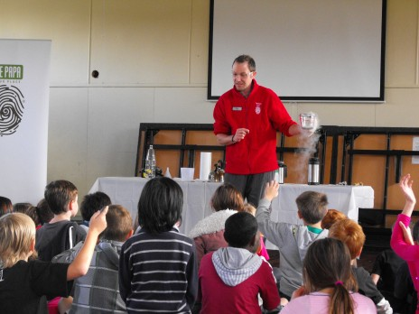 The students at Dyer Street School had lots of questions about liquid nitrogen. Photographer: Troy Murphy © Te Papa