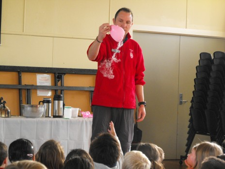 Educator Scott Ogilvie teaching the students of Dyer Street School about liquid nitrogen and balloons. Photographer: Troy Murphy © Te Papa