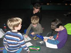 Drawing in the Gallery, Photographer: Penny Wilden, © Owhiro Bay Kindergarten