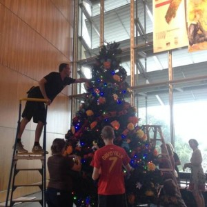 Decorating the Tree 2013, Photographer: Te Papa, © Te Papa