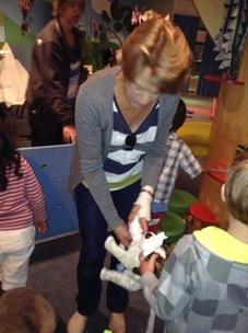 Bandaging the animals in the vet, Photographer: Premier Preschool, © Premier Preschool