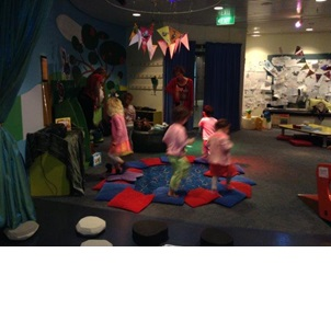 Doing an obstacle course; Photographer: Premier Preschool, © Premier Preschool