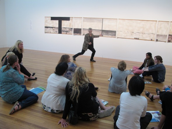Telling a story, Photographer: Te Papa and Lisa Terreni,  © Te Papa and Lisa Terreni