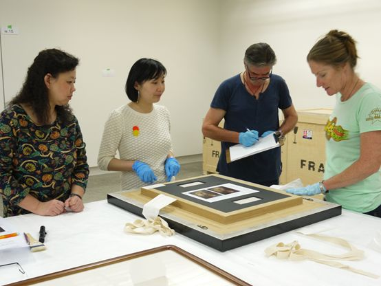 Ms. Zhang Yulan, from the National Museum of China, along with An Ran, our indispensable Te Papa host and, in this instance, translator, Paul Alexander, exhibition preparatory and Phillipa Durkin, paper conservator.
