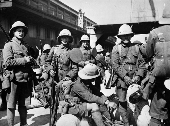 Soldiers of the Pioneer Battalion awaiting departure during World War I, probably in Wellington. Ref: 1/2-011079-F. Alexander Turnbull Library, Wellington, New Zealand. http://natlib.govt.nz/records/22780307
