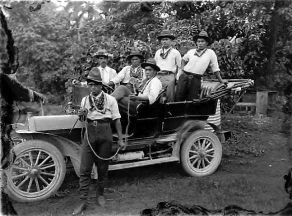 Cook Island cowboys, circa 1914, Cook Islands. Crummer, George. Te Papa