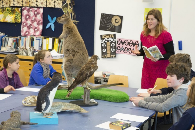 Illustrator Sarah Laing and speed dating students. Photographer: Norm Heke © Te Papa