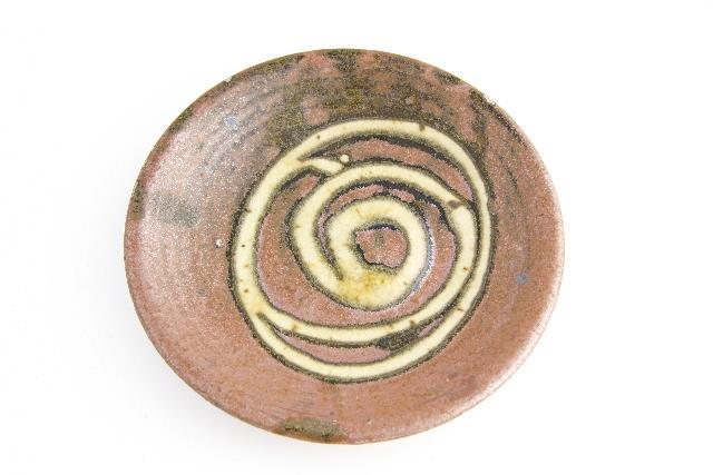 Helen Mason, Dish, stoneware with slip decoration, about 1960. Purchased 1993. Te Papa