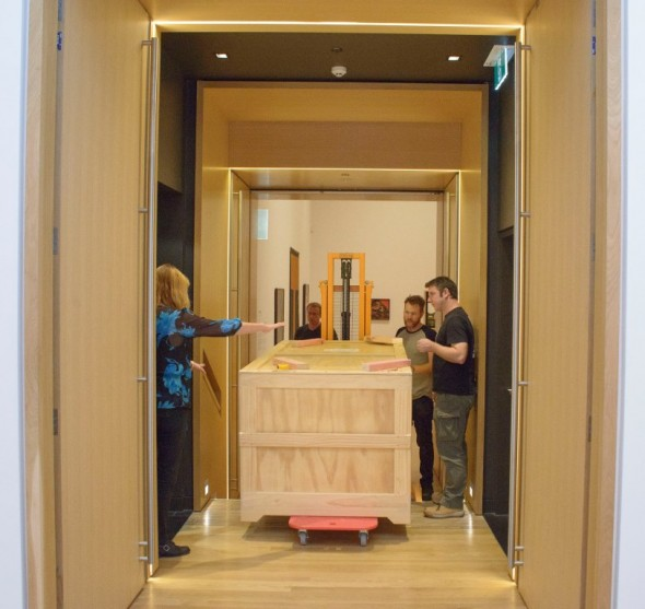 Transporting the crate into the exhibition space at Auckland Art Gallery. Image courtesy of Auckland Art Gallery Toi o Tamaki