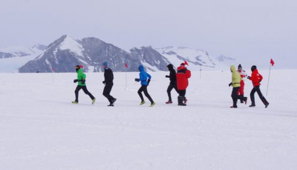 The six runners starting the 2014 Union Glacier 100 km race. Image: Colin Miskelly