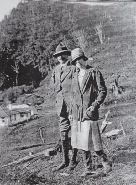 Spencer and Jean Westmacott near their farm house, Rangitoto, 1929. Photographer unknown, courtesy of Yvonne Riddiford