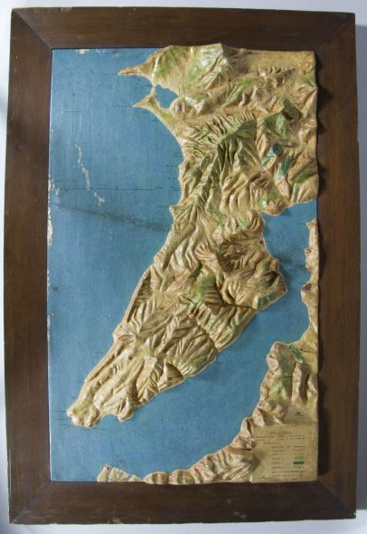 Model relief map of Gallipoli, 1920, England, by Robert Dunthorne. Te Papa (GH001255)