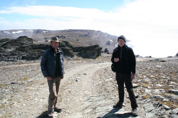 Ready for the hunt: Mike Thorsen and Phil Garnock-Jones are about to find some forget-me-nots and veronicas in the Dunstan Range. Photo by Heidi Meudt © Te Papa.