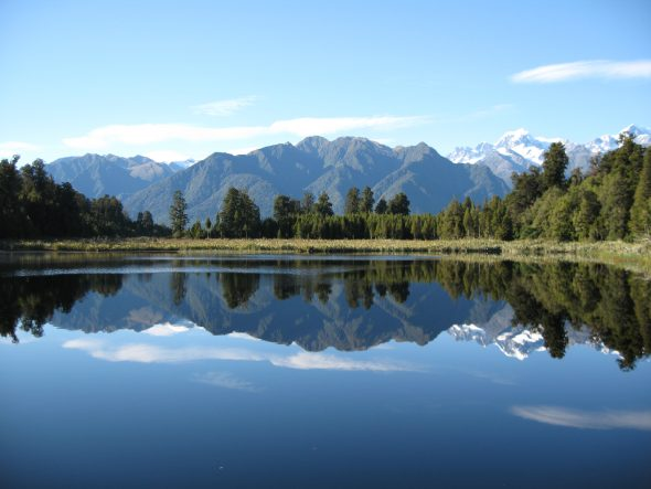 Mirror Lake, New Zealand by p-a-t-r-i-c-k, https://www.flickr.com/photos/patrickkiteley/2634401177