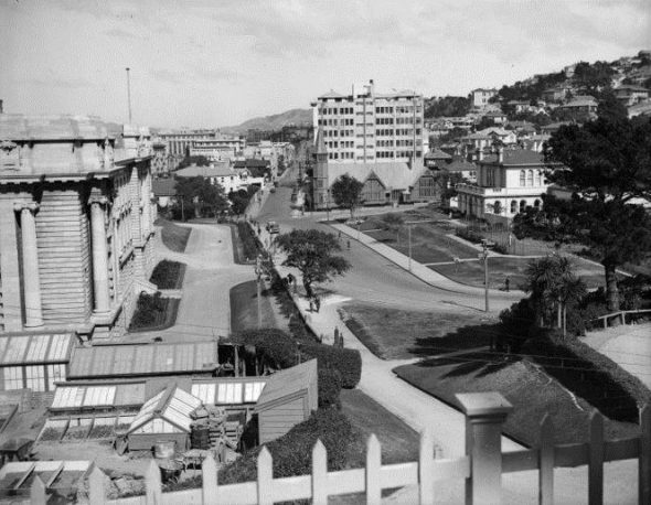Museum Street about 1930, Negatives of the Evening Post newspaper. Alexander Turnbull Library 1/2-088250-G