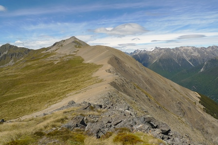 The ridge above the Rainbow Ski Field, looking towards Mount McRae. Photo © Leon Perrie.