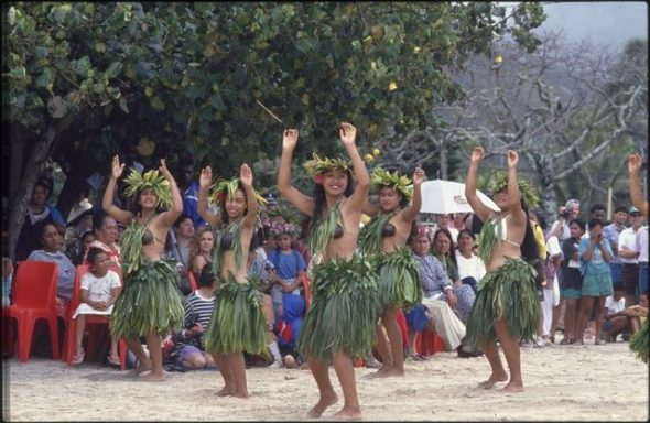 CT.063702; Ceremonial dance group, Festival of Pacific Arts;1992;  Cook Islands Maori; Daley, John