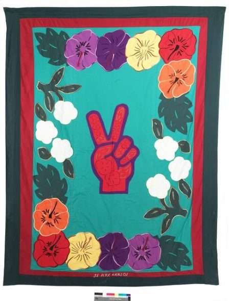 Tivaevae tataura (applique and embroidered quilt), 1996-1997, Auckland, by Mi'i Quarter. Purchased 1999. Te Papa (FE011186)