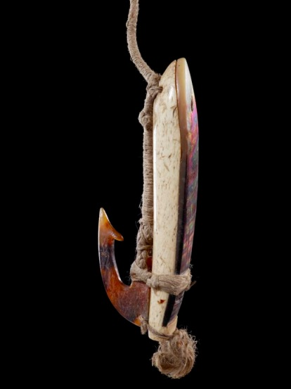 Fish hook (trolling lure), Tonga, maker unknown. Purchased 1979. CC BY-NC-ND licence. Te Papa (FE007444)
