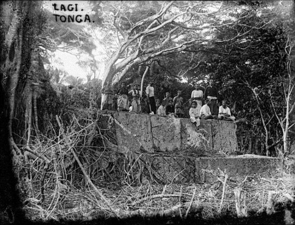 Lagi, Tonga, 1890-1910, by Thomas Andrew. Te Papa (C.001552)