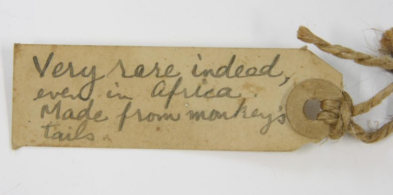 GH024606, label attached to garment. Photographed by A. Peranteau. Copyright Te Papa.