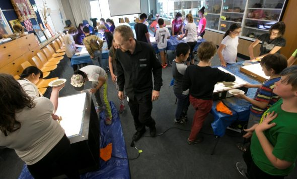 Students learn sand art techniques in Te Papa's classroom space. Photograph by Norm Heke. Te Papa