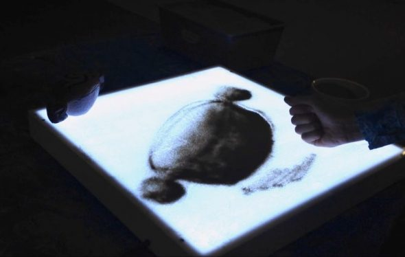 Using tone in sand art. Photograph by Rebecca Browne. Te Papa