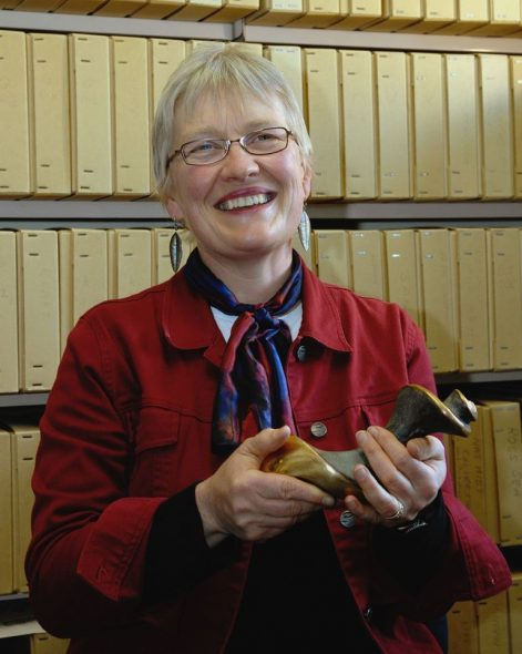 Wendy Nelson holding the New Zealand Marine Sciences Award that she received in 2007. Photographer Alan Blacklock, reproduced courtesy NIWA
