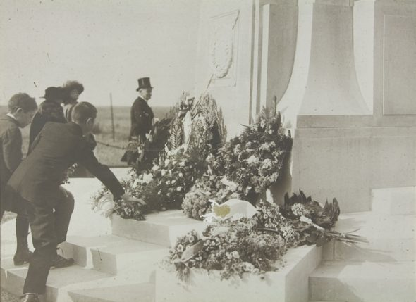 The unveiling of the New Zealand Memorial at Longueval, on the Somme, 8 October 1922. Photographer unknown. Te Papa