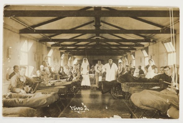 Cecil Malthus at Brockenhust Hospital second from left, 1916. Courtesy of the Malthus family.